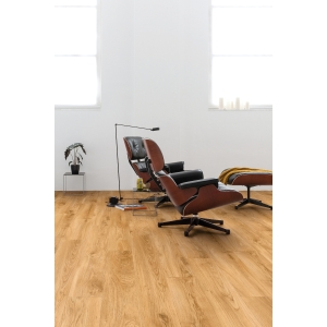 Quick Step Luxury Vinyl Tile Balanced Classic Oak Natural Flooring 1251 x 187 x 4.5mm Pack Size 2.105m2