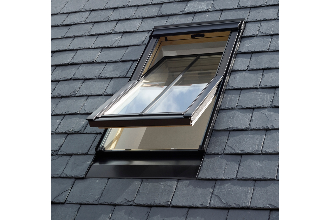 VELUX Conservation Centre-pivot Roof Window and Flashing White 550mm x 980mm GGL CK04 SD5J2