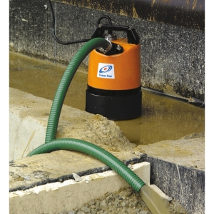Tsurumi LSC1.4S 110V Manual Puddle Residue Pump with 6m 1in Layflat Hose